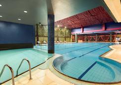 索菲亚市中心温德姆华美达酒店 - 索非亚 - 游泳池