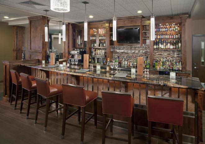 贝斯特韦斯特瑞米尔艾维套房酒店 - 科迪 - 酒吧