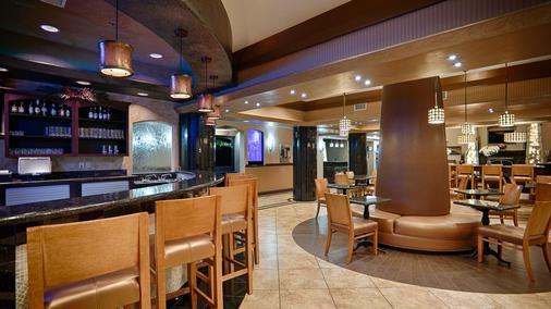 西佳kc赛道精品套房酒店 - 堪萨斯城 - 酒吧