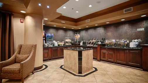 西佳kc赛道精品套房酒店 - 堪萨斯城 - 自助餐