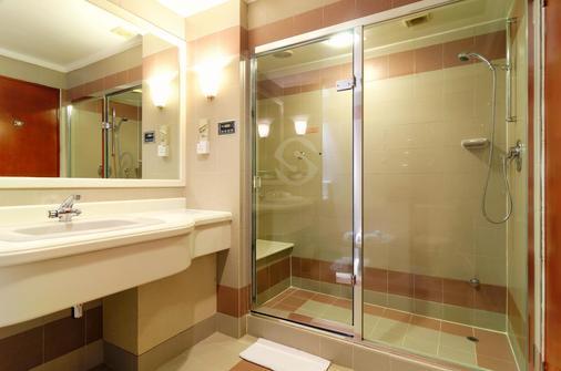 亚庇香格里拉酒店 - 亚庇 - 浴室