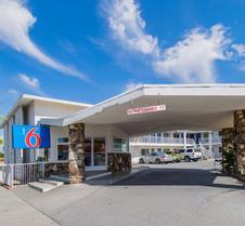 加利福尼亚市中心圣贝纳迪诺 6 号汽车旅馆