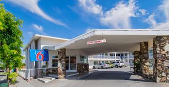 加利福尼亚市中心圣贝纳迪诺 6 号汽车旅馆 - 圣贝纳迪诺