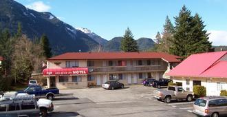 红屋顶汽车旅馆 - 霍普 - 建筑
