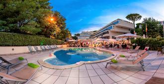 圣彼得深红酒店 - 罗马 - 游泳池