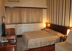 辛塔尔酒店 - 斯科普里 - 睡房