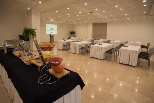巴兰基亚宫酒店 - 巴兰基亚 - 自助餐