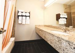 雪松点附近桑德斯基拉金塔旅馆 - 桑达斯基 - 浴室