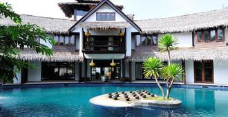 三昧别墅酒店 - 吉隆坡 - 游泳池