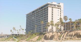 卡普里岛海滩住宿酒店 - 圣地亚哥 - 建筑