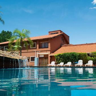 伊瓜苏马可波罗套房酒店 - 伊瓜苏 - 游泳池