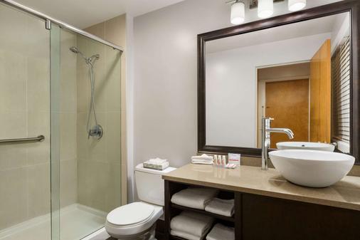 温哥华市区戴斯酒店 - 温哥华 - 浴室