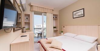 伊勒里公寓式酒店 - 切什梅 - 睡房