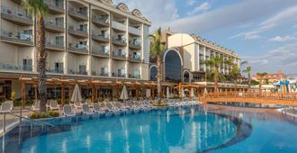 玛丽宫度假村及水疗中心 - 马纳夫加特 - 游泳池