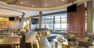 坦帕棕榈/北坦帕春季山丘套房酒店 - 坦帕 - 休息厅