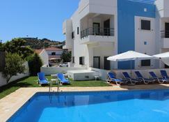 比森蒂娜酒店 - 阿尔热祖尔 - 游泳池