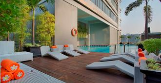 Fx苏迪曼哈里斯套房酒店 - 雅加达 - 游泳池