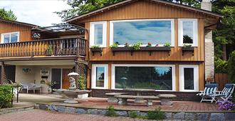 山中家庭旅馆 - 北温哥华 - 建筑