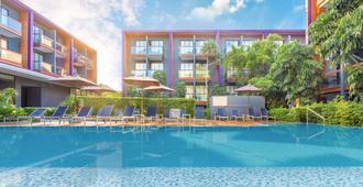 智选假日酒店普吉岛芭东海滩总店 - 芭东 - 游泳池
