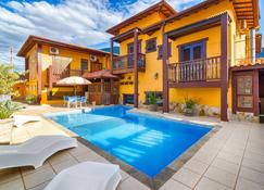 蓝戈尼雅村旅馆 - 乌巴图巴 - 游泳池