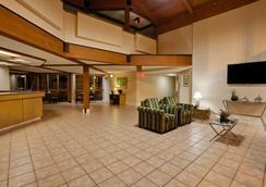 圣彼得克利尔沃特机场温德姆拉昆塔套房酒店 - 克利尔沃特 - 大厅
