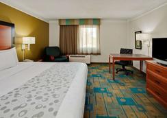 圣彼得克利尔沃特机场温德姆拉昆塔套房酒店 - 克利尔沃特 - 睡房