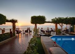 罗卡德拉塞纳酒店 - 特罗佩阿 - 游泳池