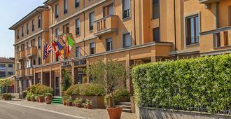 布拉诺大酒店 - 比萨 - 建筑