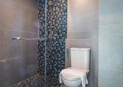 艾特莱尔套房酒店 - 曼谷 - 浴室