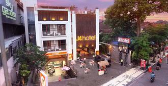 勒吉安J4酒店 - 库塔 - 建筑