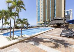 圣多明各加泰罗尼亚酒店 - 圣多明各 - 游泳池