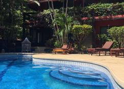 马萨伊公寓酒店 - Playa Flamingo - 游泳池