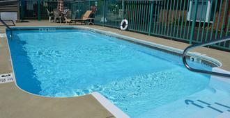 尼亚加拉瀑布沙滩酒店 - 尼亚加拉瀑布 - 游泳池