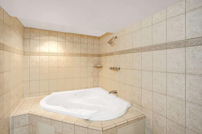 洛杉矶市中心西华美达酒店 - 洛杉矶 - 浴室