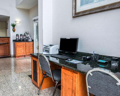 巴拿马城康福特茵酒店及套房 - 巴拿马城 - 商务中心