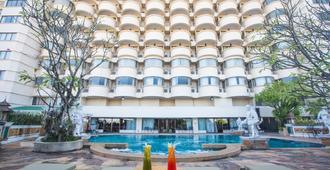 清迈富丽华酒店 - 清迈 - 游泳池