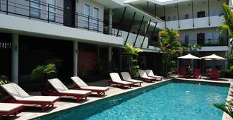 男士度假村&Spa(同志酒店) - 暹粒 - 游泳池