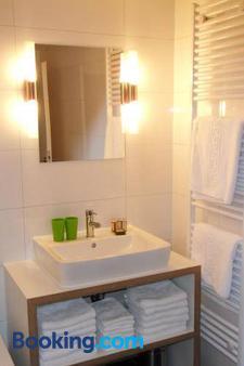 伯格布吕克酒店 - 贝恩卡斯特尔-屈斯 - 浴室