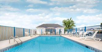 塔斯卡卢萨贝蒙特旅馆套房酒店 - 塔斯卡卢萨 - 游泳池