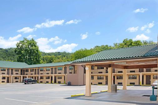 切诺基/斯莫基山戴斯酒店 - 切罗基(北卡罗来纳州) - 建筑