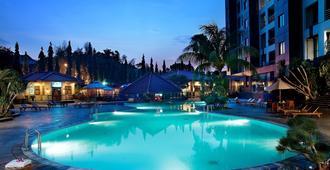 雅加达克里斯塔尔酒店 - 南雅加达 - 游泳池