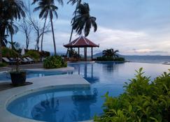 纳塔亚圆屋珊瑚湾度假村 - 贡布 - 游泳池