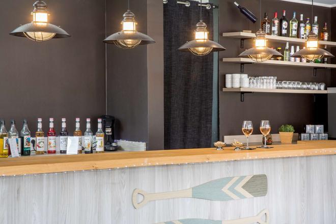 昂蒂布海滨最佳西方Plus酒店 - 安提伯 - 酒吧