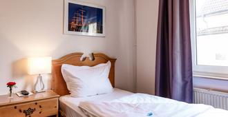 齐柏林实惠型住宿加早餐旅馆 - 汉堡 - 睡房