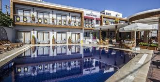 阿肯海滩酒店 - 博德鲁姆 - 游泳池