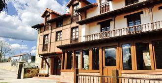 卡巴纳德萨蒙旅馆 - 滨海桑蒂利亚纳 - 建筑