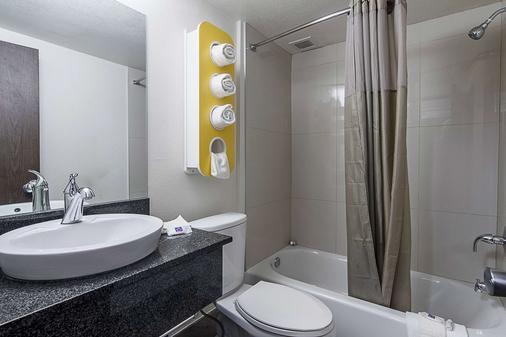 弗吉尼亚州大道亚特兰大机场6号汽车旅馆 - 亚特兰大 - 浴室