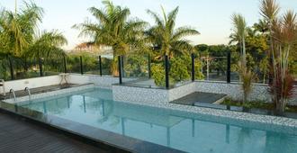潘普利亚斯托普优质酒店 - 贝洛奥里藏特 - 游泳池