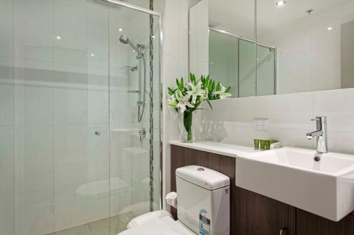 曼特拉城区公寓式酒店 - 布里斯班 - 浴室