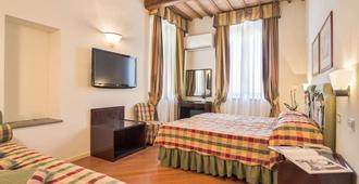 锡耶纳意大利酒店 - 锡耶纳 - 睡房